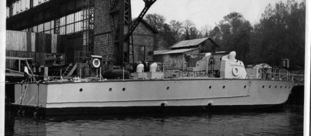 Quand la ville de meulan construisait des bateaux for Piscine de meulan