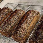Pain norvégien mélanges de plusieurs farines biologique écrasée à l'ancienne sur meule de pierre et mélange de plusieurs graines bio. Panifié uniquement sur levain naturel pour une meilleure digestibilité longue fermentation pour un maximum d'arômes et de conservation.
